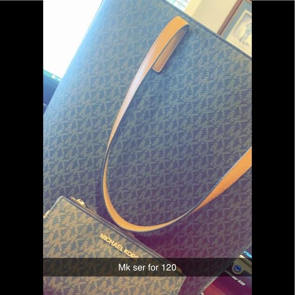 Michael Kors Handbags - Micheal kors Wallet purse